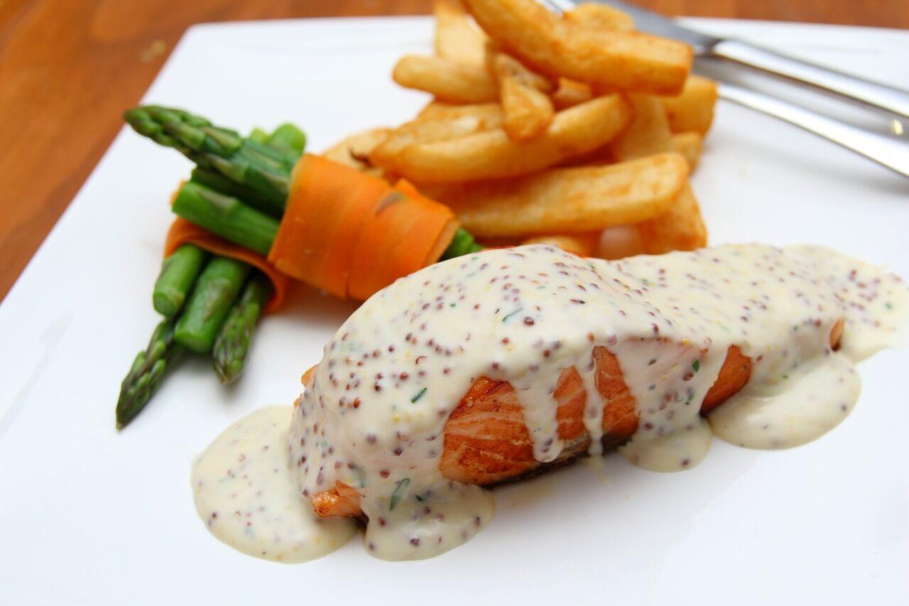 Como comer em um restaurante francês?