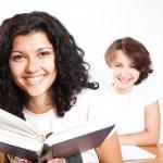 Alunas Estudando