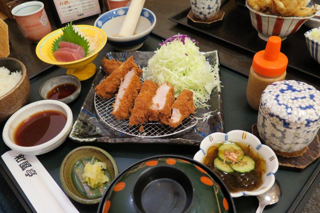 Filé de porco frito em japonês tonkatsu