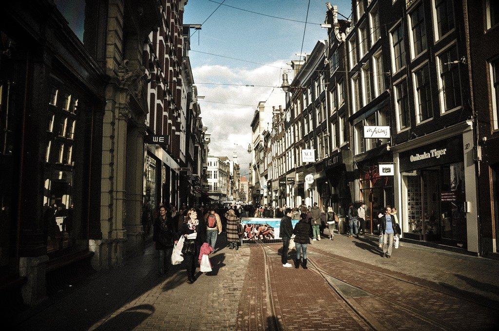 Area central da cidade, sempre movimentada. Amsterdam. Foto: Flavio Pimentel