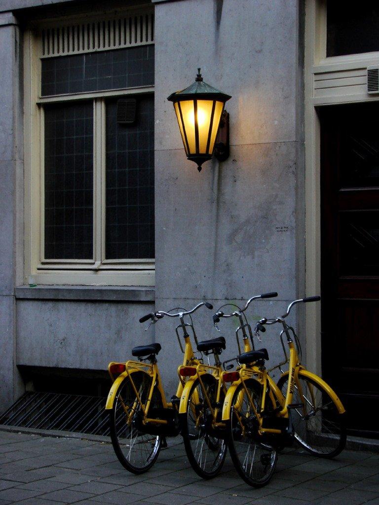 Bicicletas estacionadas em todos os lugares. Amsterdam. Foto: Flavio Pimentel