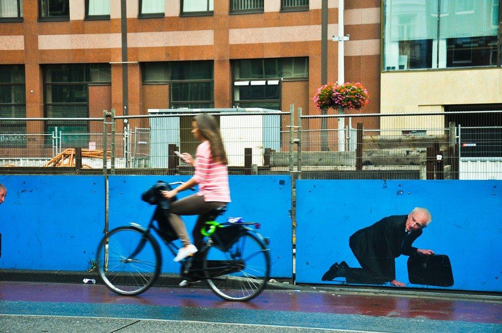 Em Amstardem há sempre uma bike passando. Foto: Flavio Pimentel