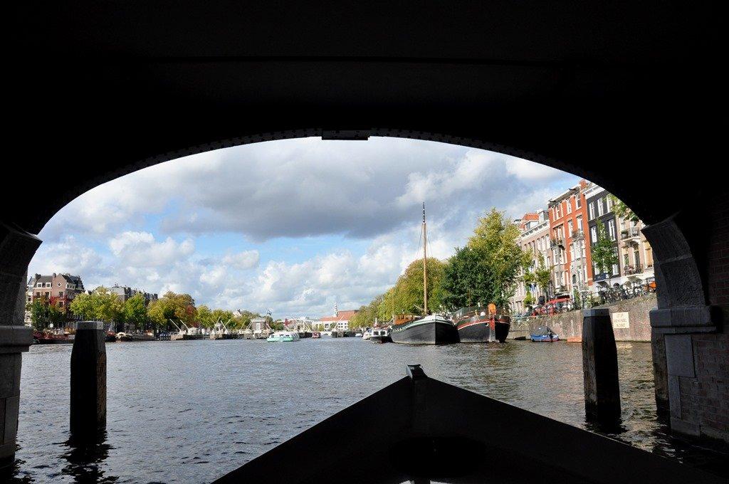 Passear de barco em Amsterdam é certeza de belas paisagens. Amsterdam. Foto: Flavio Pimentel