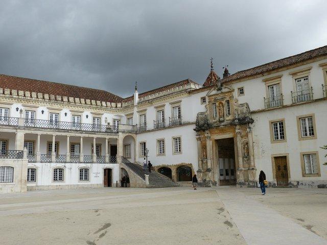 Estudar em Portugal vale à pena? Foto da Universidade de Coimbra