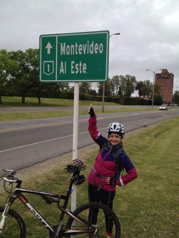 Sair do Brasil de Bicicleta - Saída da cidade de Colonia del Sacramento, Rota 1 (Crédito: Márcia Procópio)