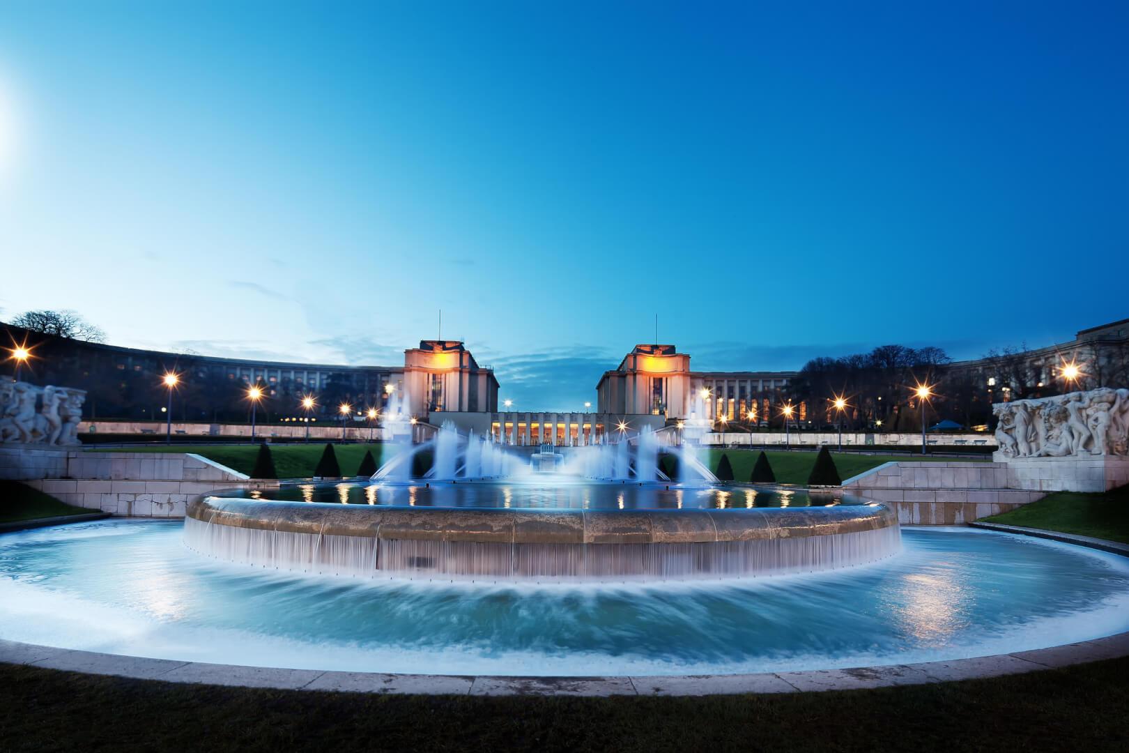 Passeios Paris, foto noturna do Jardins du Trocadéro