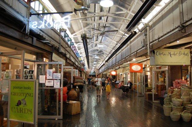 Chelsea Market - um dos corredores com suas várias lojas