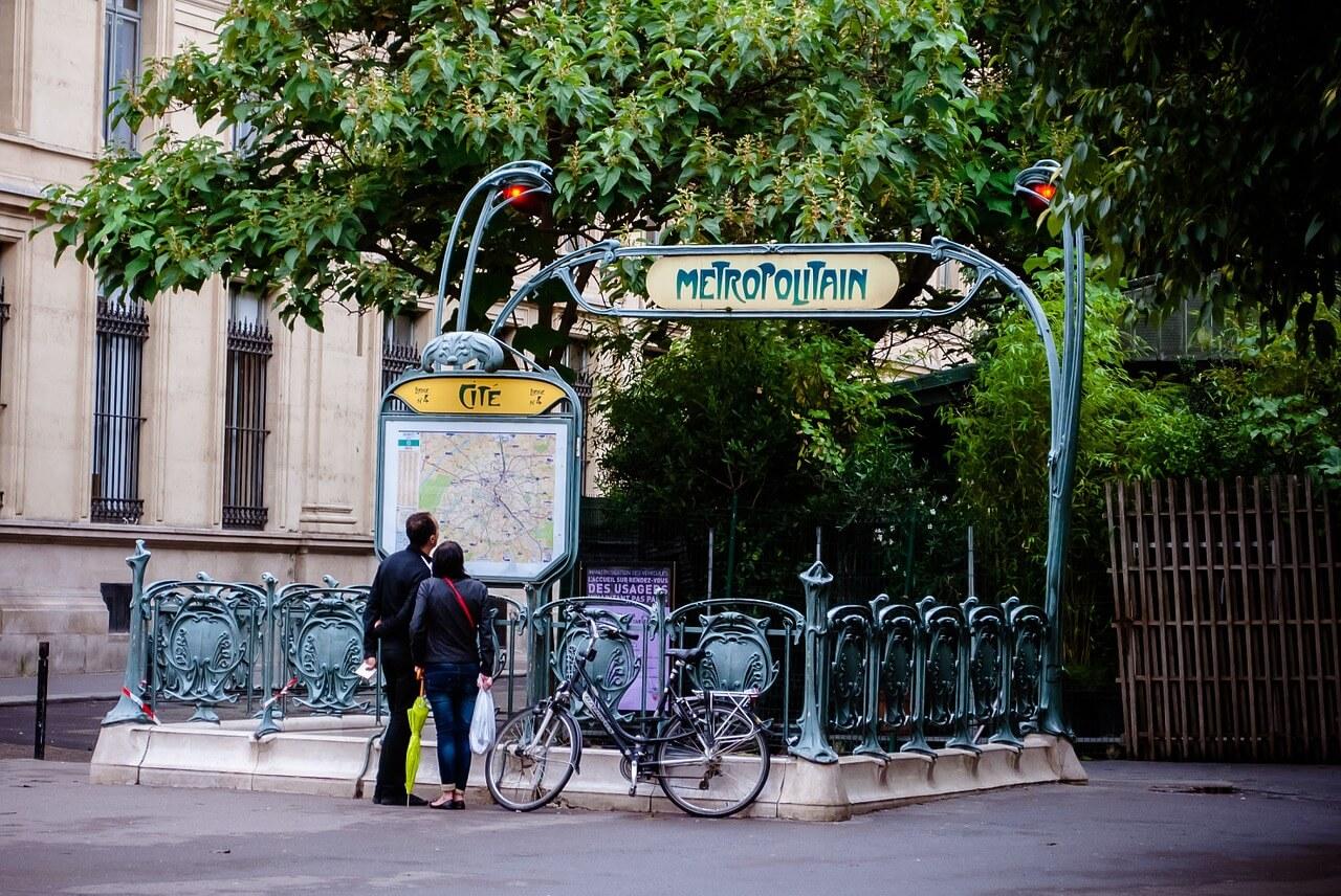 Explorando Paris a pé.