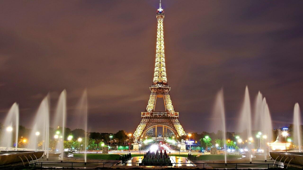 Passeios Paris, foto da Torre Eiffel vista a noite