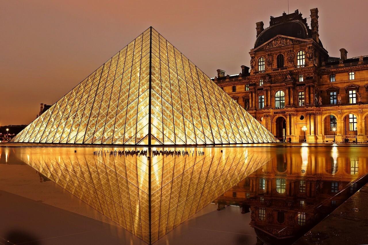 Passeios Paris, foto noturna do Museu do Louvre