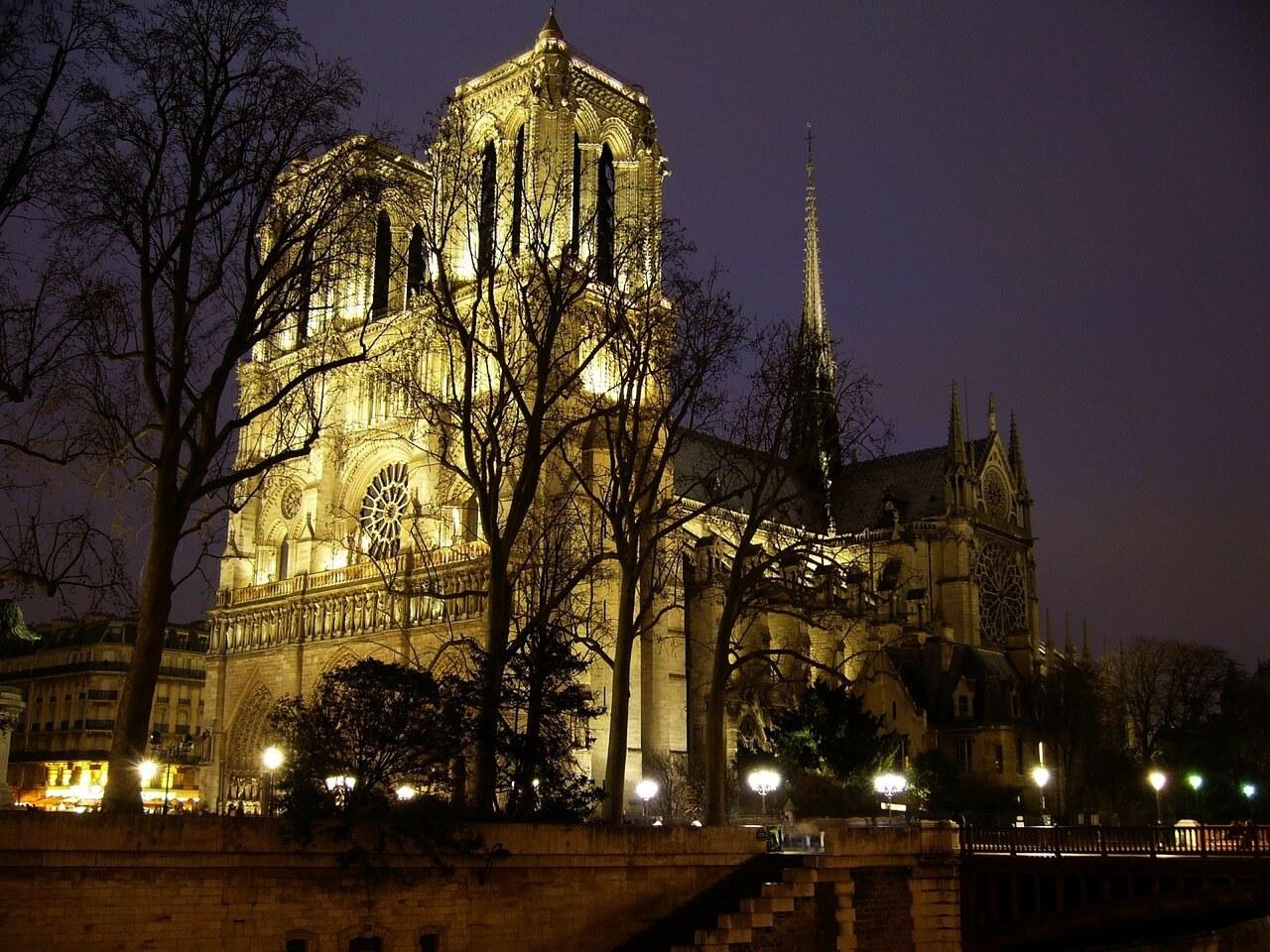Passeios Paris, foto noturna da Catedral de Notre-Dame