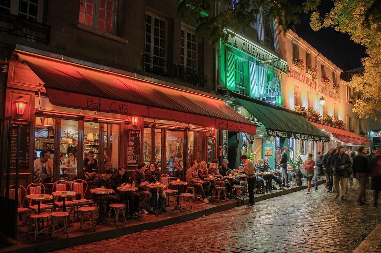 Visão de uma das ruas do Bairro Montmartre em Paris